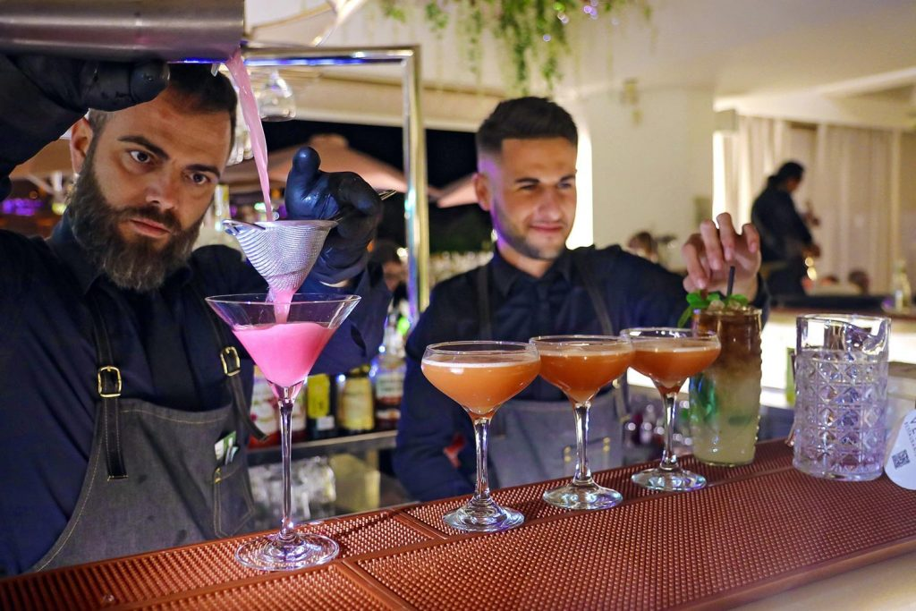 Cocktail mixologists at Bianco playa de las americas